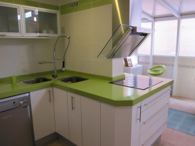 Mesadas para cocinas y ba os en silestone revestimientos - Sobre encimera cocina ...
