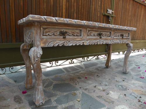 mesa/escritorio vintage tallada  madera con decapado antiguo