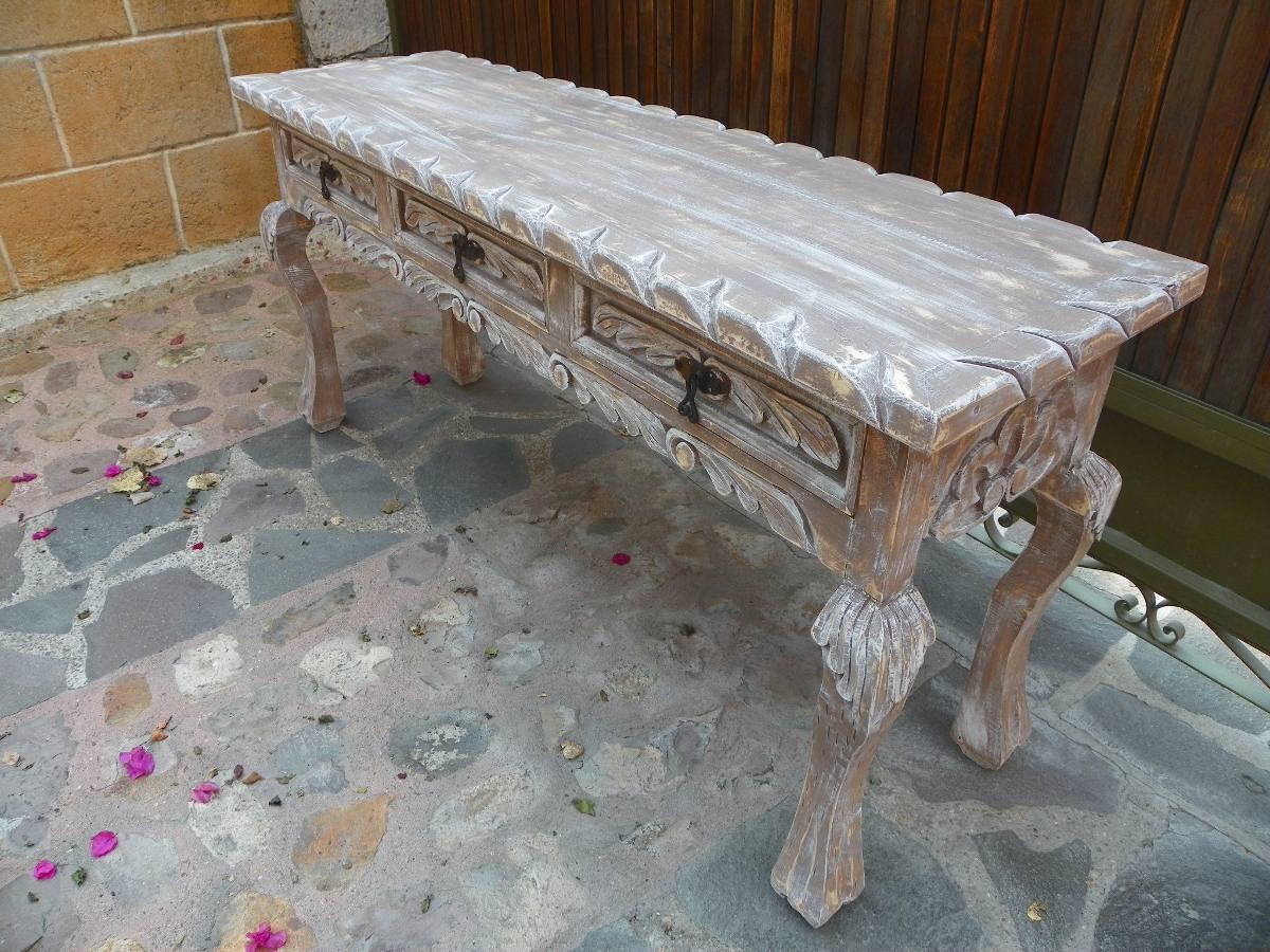 Mesa escritorio vintage tallada madera con decapado for Como lacar un mueble barnizado