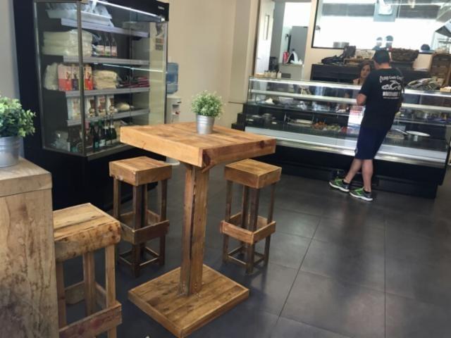 Mesas Altas Taburetes Islas De Cocina - $ 3.500,00 en Mercado Libre