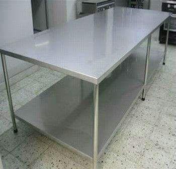 mesas de acero inoxidable.