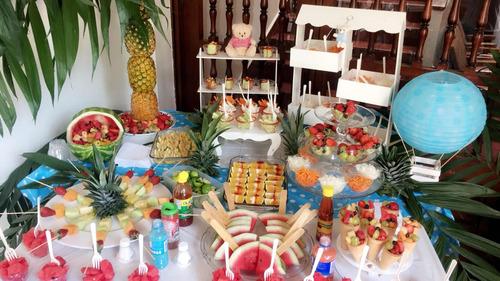 mesas de dulces postres y frutas para fiestas