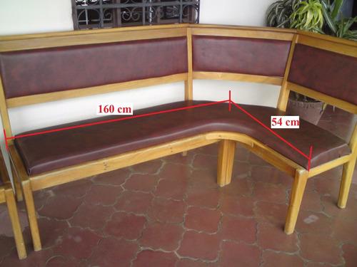mesas de madera con bancas