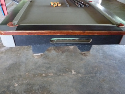 mesas de pool profesional con tacos y bolas