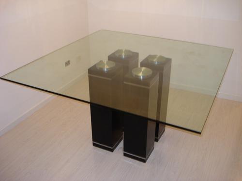 mesas de vidrio , patas de madera