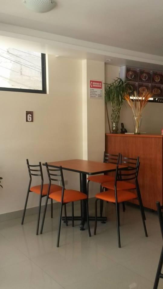 Mesas Para Comedor Bar Cocinas Muebles De Oficina  U$S 145,00 en