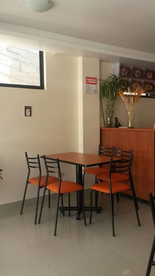 Muebles comedor naranja 20170825235143 for Bar para cocina