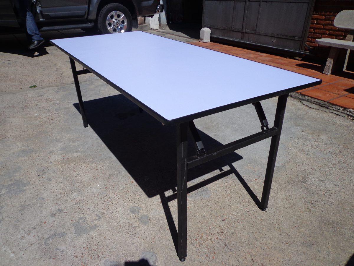 Mesas redondas de manteles cubre sillas for Manteles para mesas redondas