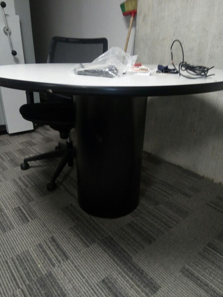Mesas Redondas Para Oficina ,4 Puestos - Bs. 330.000,00 en Mercado Libre