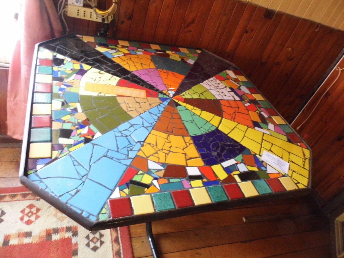 Mesas y espejos con mosaicos en mercado libre for Azulejos rotos decoracion