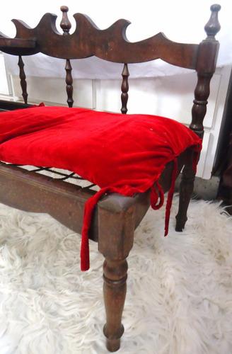 mesinha antiga colonial com sofá