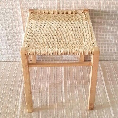 mesinha infantil de madeira e palha de milho
