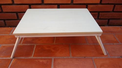 mesita de cama blanca de caño y madera revestida