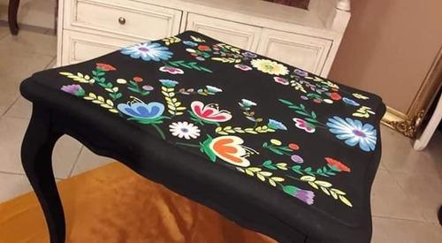 mesita de madera con diseño floral mexicano