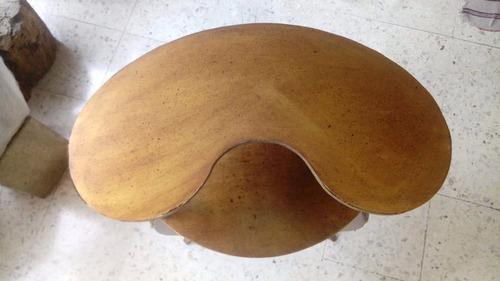 mesita francesa, en madera de caoba