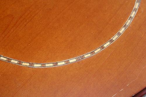mesita redonda en madera con taracea