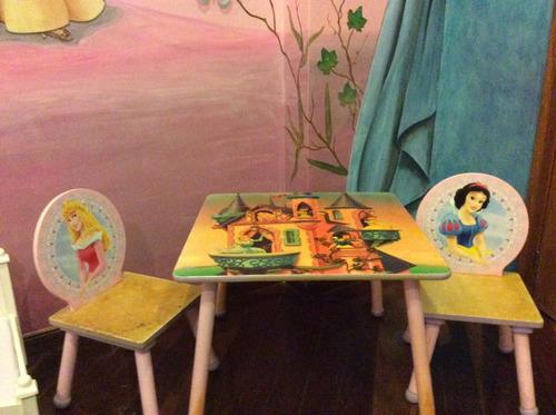 mesita y dos sillas princesas