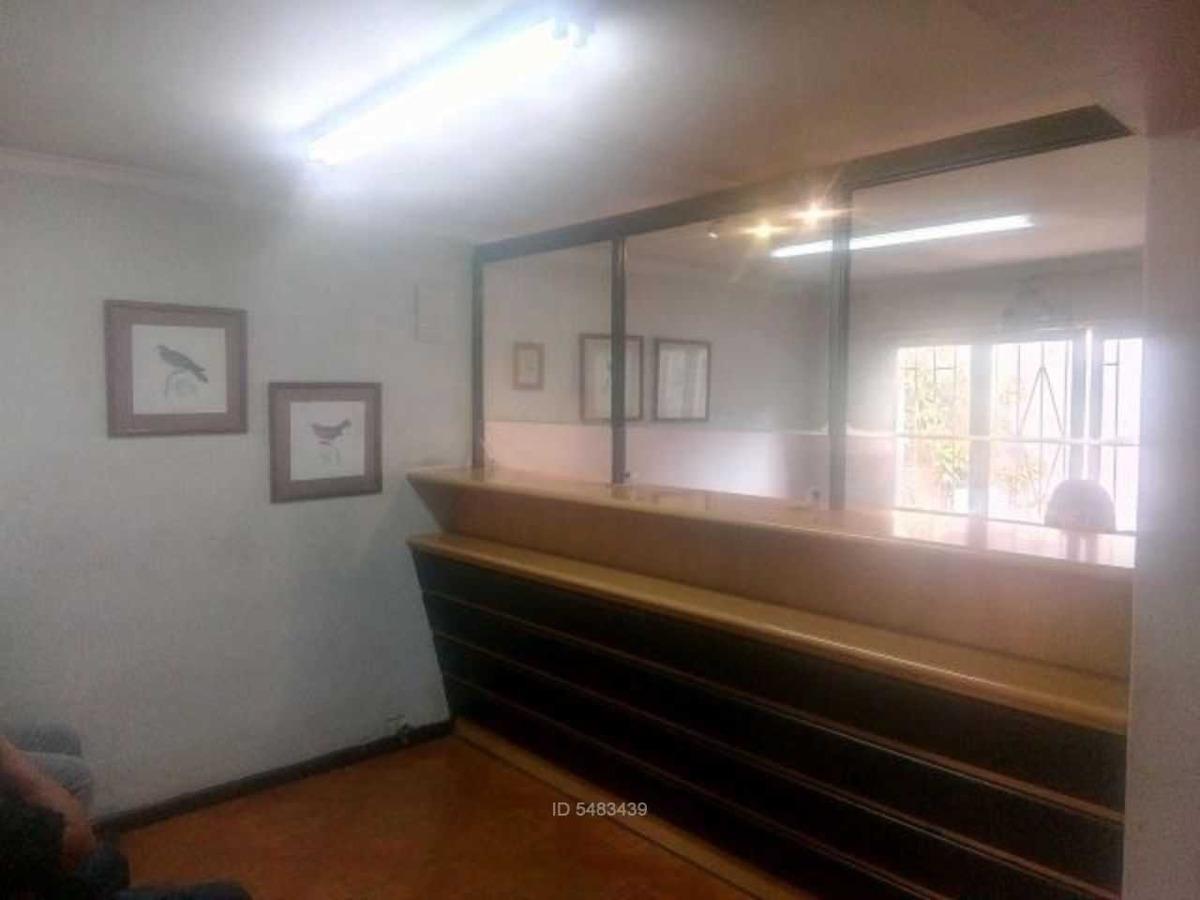metro rodrigo de araya / / vicuña mackenn