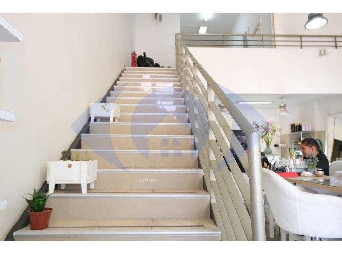 metro villa frei, local comercial de 140 m2 en 2 niveles.