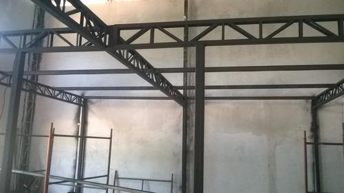 mezanino metálico com escada