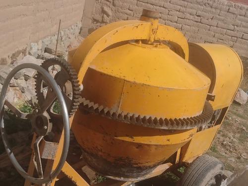 mezcladora con motor a gasolina