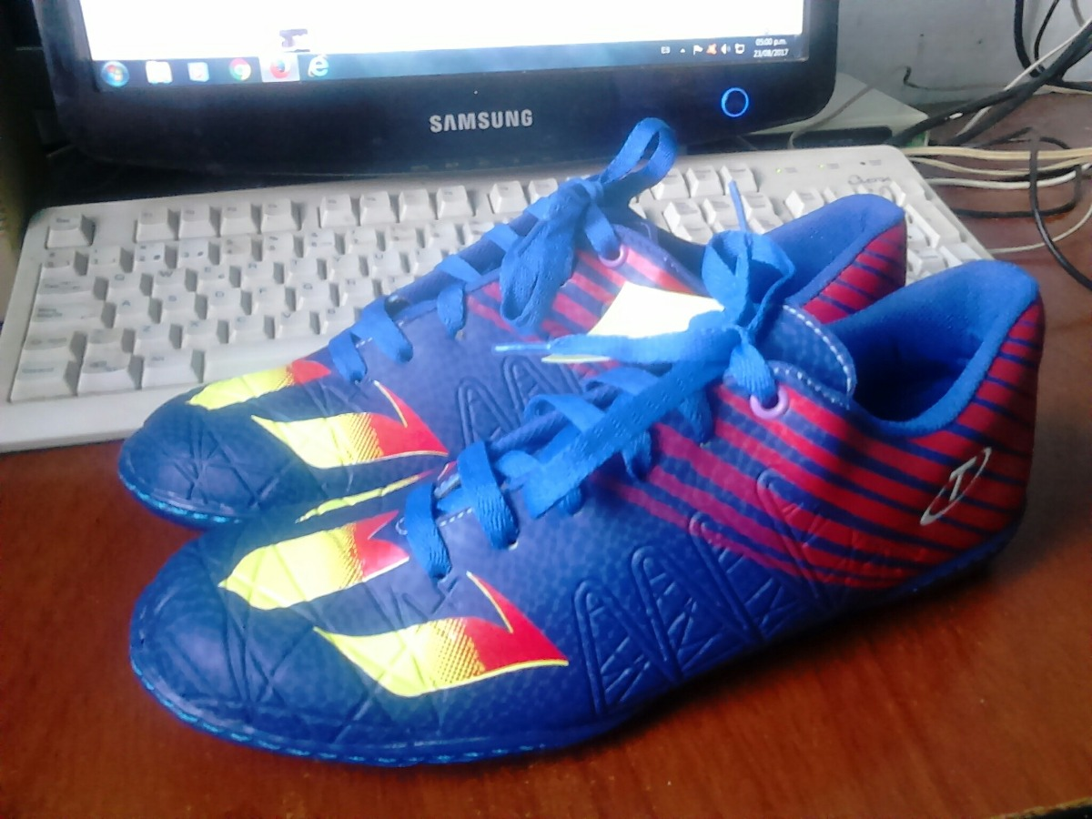 micro zapatos deportivos para futbol sala y futbol de salon. Cargando zoom. 27c871e344c3b