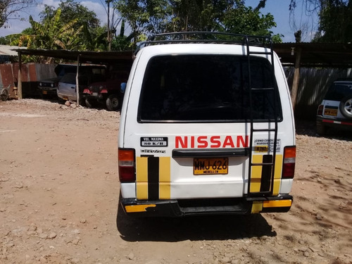 microbus nissan urvan dx 15 pasajeros