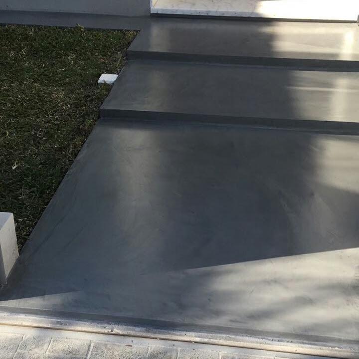 Microcemento alisado en piso o pared terminado con - Pisos de microcemento ...