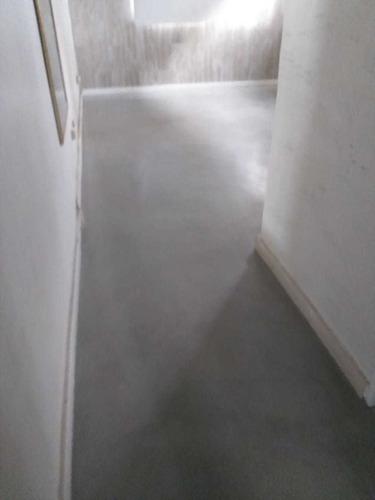 microcemento alisado en pisos, paredes- escaleras
