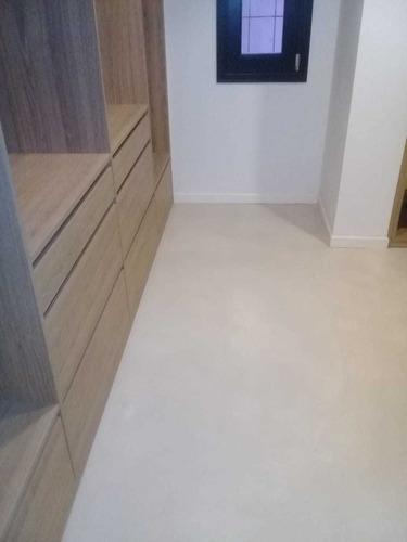 microcemento alisado en pisos, paredes, escaleras