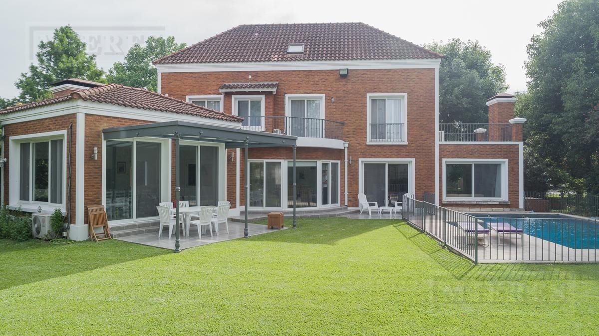 mieres propiedades - casa de 340 mts en village golf and tennis club