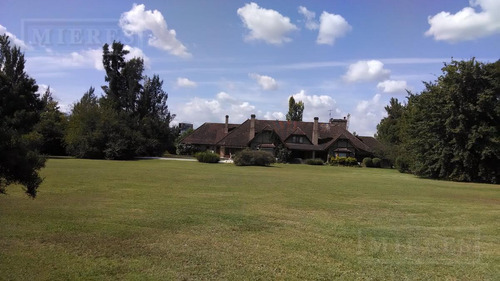 mieres propiedades - casa de 594 mts. en farm club