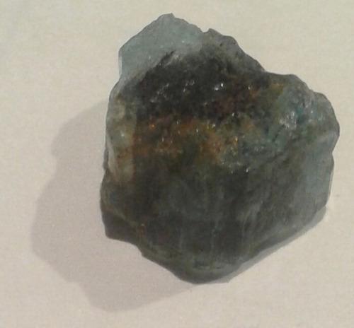 mineral roca cristal de esmeralda berilo colombia