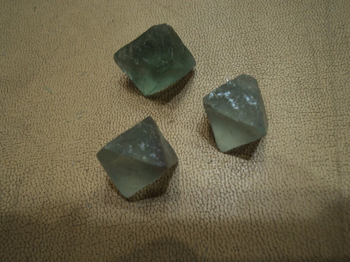mineral roca cristales octaedricas de fluorita verde