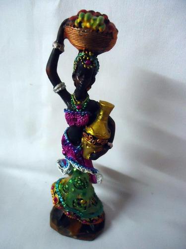 mini africana em resina com cesto de frutas e vaso 16x4cm