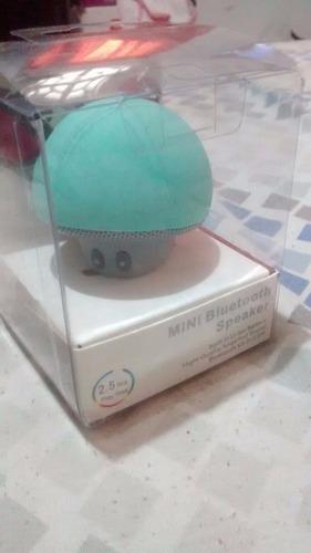 mini altavoz bluetooth con forma de hongo