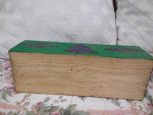 mini baúl de madera tallado a mano color jade.