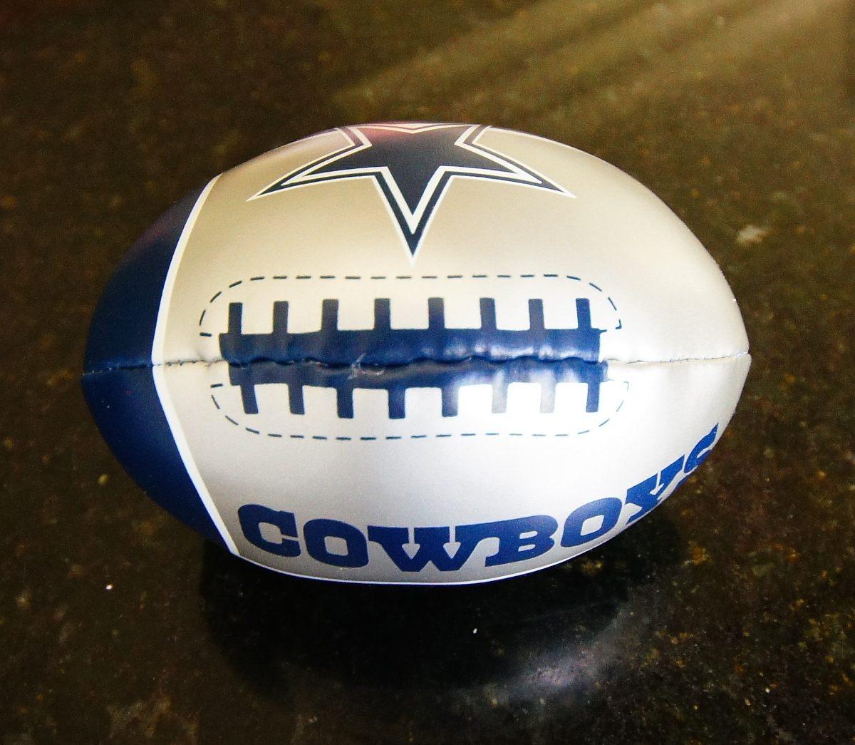 0f66019fce794 mini bola futebol americano - nfl - broncos ou cowboys. Carregando zoom.