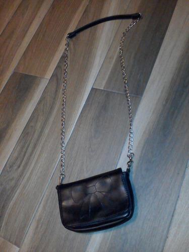 mini bolsa pull & bear negra $90