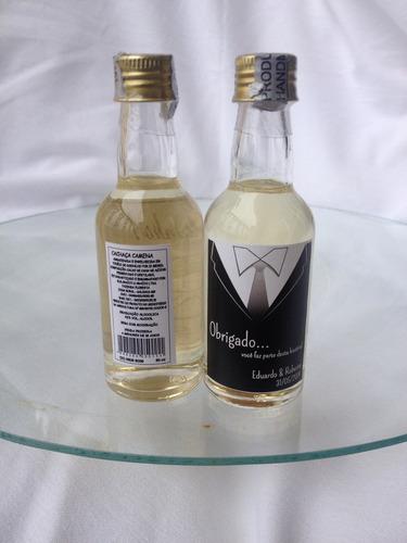 mini cachaça personalizada.- lembrança padrinho -15 garrafas