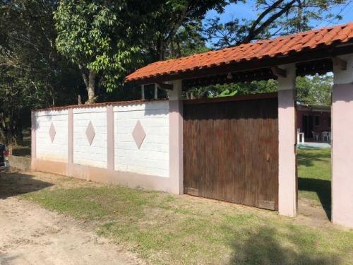 mini chácara com 2 dormitórios em itanhaém-sp, confira!