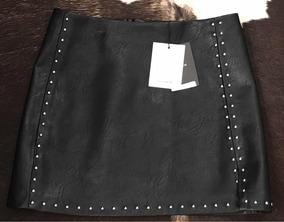 b4a660a6f9 Mini Falda En Vinipiel. Color Negro. Pull bear T  M. Nueva.