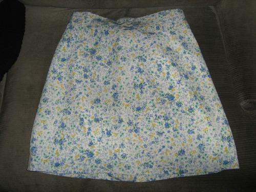 mini falda floreada con forro talla 36 extra liviana