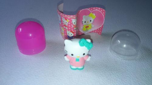 mini figura de hello kitty, huevo sorpresa.