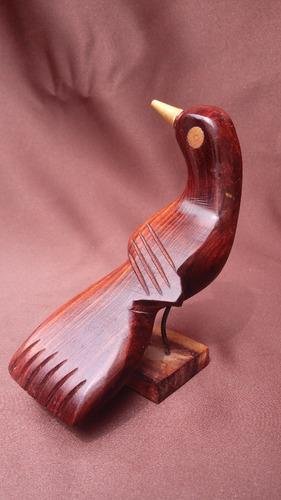 mini figura de madera pajaro