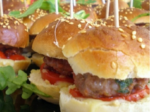mini hamburguesas. catering, lunch, finger food