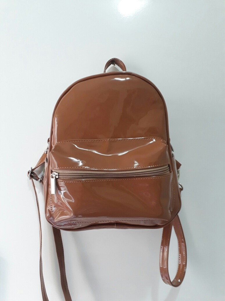 70bac2157 mini mochila no verniz preta caramelo e vinho maravilhosa. Carregando zoom.