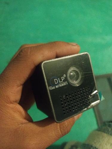 mini proyector de bolsillo