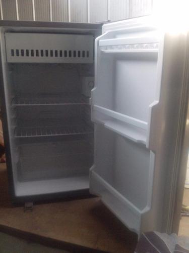 mini refrigerador daewoo de 120 litros