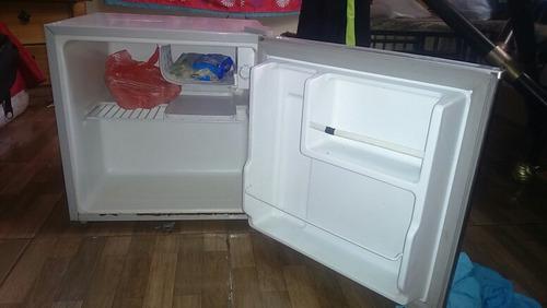 míni refrigerador lo vendo por no uso funciona perfectamente